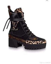 Vente en gros design de luxe 2020 New Desert Boot top design femmes bottes de mode plate-forme de luxe Boot Spaceship bottes Bootsmartin lourds semelles n02A