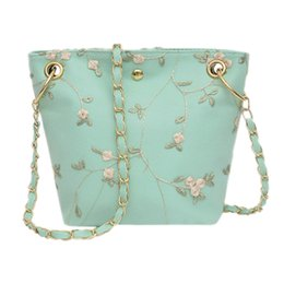 beach bags folding 2020 - New Beach Lace Embroidered Bucket Bag Square Crossbody Bag Embroidered Wild Shoulder Handbag Shopping discount beach bag