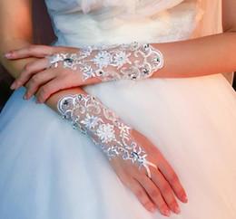 $enCountryForm.capitalKeyWord Australia - Bride's wedding dress gloves, lace embroidery, short diamond-inlaid bride's wedding in spring, autumn and winter