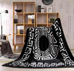 Wholesale Tide brand Flannel Blanket Leisure Nap Air conditioning blanket fashion Leopard print Gift blanket Send packaging Factory direct sales