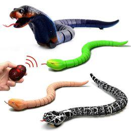 Инфракрасный пульт дистанционного управления змея макет поддельных rc игрушка животных трюк новинка шоке акушерскивает шутки игрушки дети подарок на Распродаже