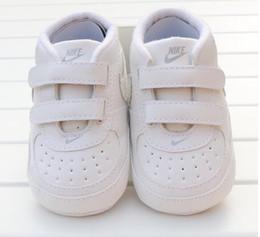 Bebé recém-nascido Menino suave Sole Calçados Criança Anti-skid sapatilha infantil Prewalker Casual Clássico Primeiro Walker em Promoção