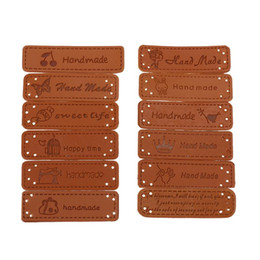 $enCountryForm.capitalKeyWord NZ - 12pcs Handmade English Words PU Leather Labels Tags On Clothes Garment Label For DIY Jeans Bags Shoes Apparel Sewing Accessories
