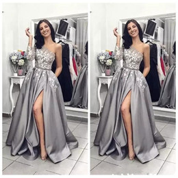 $enCountryForm.capitalKeyWord NZ - Sexy Split A-Line Silver Satin Evening Dresses with White Applique One Shoulder Zipper Back Floor Length Prom Dress 2019 Arabic Evening Gown