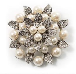 $enCountryForm.capitalKeyWord Australia - Fashion Jewelry Brooches Beautiful Silver Color Cream Pearl and Rhinestone Crystal Large Leaf Flower Brooch flower brooch