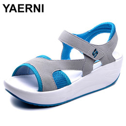 $enCountryForm.capitalKeyWord Canada - Yaerni Women's Sandals Casual Mesh Breathable Shoes Women Ladies Wedges Sandals 2018 Fashion Summer Platform Sandalias Size 40 Y19070103