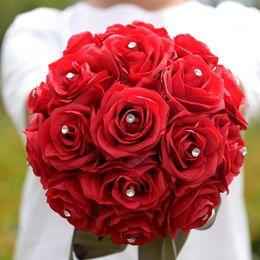 Venta al por mayor de HS BRIDAL Ramo de novia 2019 Flores falsas europeas Rosa artificial decoración del hogar Ramo de novia con cristal SexeMara