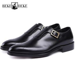 9bfd4575903a9 Zapatos de cuero genuino hechos a mano de los hombres Negro Marrón Italiano  Correa de la hebilla de la vendimia de negocios zapatos de vestir  masculinos ...