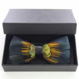 Corbata del banquete de boda amarillo Peacock Pink Feather Bow Tie para hombre vestido de esmoquin de los hombres de alta calidad Vintage envío gratis