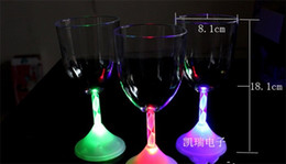 Flashing giFt boxes online shopping - LED Red Wine Cup Evening Party Bar Luminous Wine Glasses Battery Powered Creative Christmas Flash Tumbler Color Box Supplies cc A1
