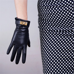 $enCountryForm.capitalKeyWord Australia - New fashion ladies touch screen leather gloves imported goatskin black female models gold button TB59-5