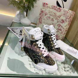 2020 new Designer shoe sale ladies boots leather ankle boots black leather gold hardware fashion letters stitching women shoes