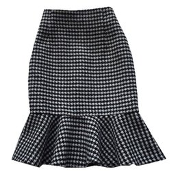 7df7064fea3b Women Woolen Skirts 2018 Fashion Winter New Retro Mermaid Skirt Trumpet  High Waist Ruffles mini skirt