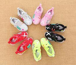 $enCountryForm.capitalKeyWord Australia - NEW Fashion Childrens Luminous Shoes Stars Print Girls Flat Shoes Luminous Non-slip Wear-resistant Childrens Shoes Best quality D-3