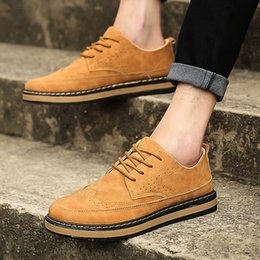 casual men leather upper shoes NZ - British retro Bullock carved men's shoes spring and summer trend casual leather shoes men casual low upper board