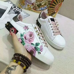 $enCountryForm.capitalKeyWord NZ - HOT Selling 2018Luxury brands The classic low-top white leather sneaker with Web detail womens outdoor Canvas casual shoes fc18040801
