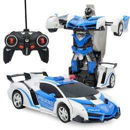 Venta al por mayor de RC 2 en 1 Transformador Coche Conducción Modelo de Vehículo Deportivo Deformación Coche Robots de Control Remoto Juguetes Niños Juguetes Coche De Juguete