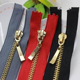 Venta al por mayor de 10 piezas Nº 5 de metal de cobre 70cm cremalleras chaqueta de la ropa de la cremallera genuinos cierres metálicos de alta calidad al por mayor cosen en la ropa