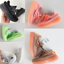 kids glow shoes NZ - Infant Clay Toddler v2 Kids Running shoes Kanye West Static Glow In The Dark chaussure de sport pour enfant boys girls Casual Trainers700