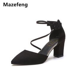 Venta al por mayor de Zapatos Mazefeng 2019 New Summer Women Tacones altos Rome Sexy Style Mujeres Bombas Punta estrecha Ladies Bombas Cuadrados Tacones Hebilla correa