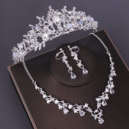 bridal jewelry set necklace earrings tiara NZ - KMVEXO 3PCS Opval Crystal Bridal Wedding Costume Jewelry Sets Necklaces Earrings Tiaras Sets Wedding Engagement Jewelry 2019 New