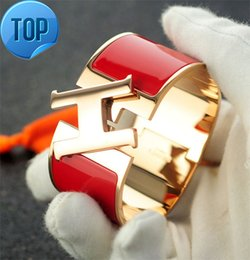 $enCountryForm.capitalKeyWord Australia - 2019 2019 Celebrity design Letter Metal Buckle Silver bracelet Fashion Metal Clover Cuff Wide bracelet Rose Gold Jewelry With Box