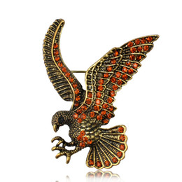 Small Brooch Bouquets UK - New Unisex Gold Eagle Brooches For Male Female Collar Pin Anime Metal Small Animal Brooch Brosche Vintage Broches Mujer Bouquet