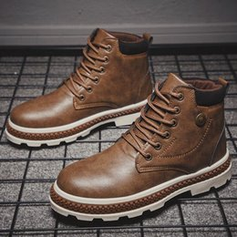 leather tooling boots Australia - New outdoor men's Martin boots British fashion tooling boots Medium tube leather boots