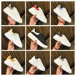 Red gold men dRess shoes online shopping - Beat Women Men Casual Shoes Black White Sports Shoe Luxury Designers Shoes Leather Solid Colors Dress Shoe Sneakers Velvet Heelback Shoe