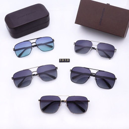 $enCountryForm.capitalKeyWord Australia - 100pcs Womens and Mens Most Cheap Modern Beach Sunglass Plastic Classic Style Sunglasses