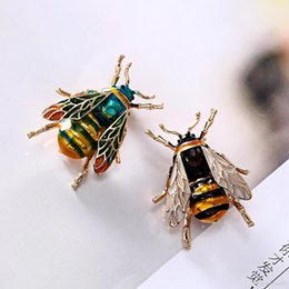 $enCountryForm.capitalKeyWord Australia - High End Bee Shape Designer Brooches Vintage Wind Painting Oil Brooch Alloy Brooch Pins Jewelry Gift Top Fashion Factory Wholesale