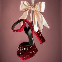 Toptan satış Toptan Bordo Siyah Yüksek Platformu Sandalet Peep Toe Ayak Bileği Kayışı Kristal Süslenmiş Tıknaz Topuklar Elbise Ayakkabı Hollow Bayanlar Sandalet