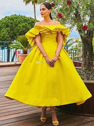 $enCountryForm.capitalKeyWord Australia - Yellow A Line High Low Prom Dresses Off The Shoulder Ruffles Sleeve Backless Evening Party Gowns Satin Short Reception Cocktail Dress