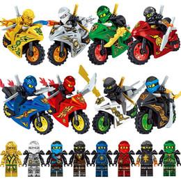 Ingrosso 8pcs Ninja con il motociclo Kai Jay Zane Cole Lloyd Oro Ninja Arma Spada mini giocattolo figura di azione Building Block giocattolo del mattone Compatibile con