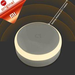 pilha Controle Remoto Inteligente Original Xiaomi Mijia Corredor LED Sensor de luz noturna Corpo de controle remoto infravermelho Sensor de movimento Ind ... em Promoção