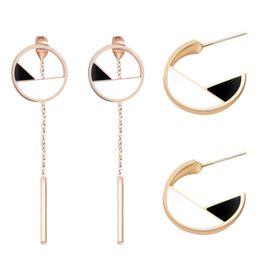 Опт Простые серьги-гвоздики для женщин Круглые серьги-серьги Серьги-украшения с классическими черными и белыми серьгами с кисточками