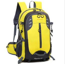 Bolsa de viaje al aire libre mochila casual moda al aire libre mochila de viaje de gran capacidad para hombres y mujeres bolsa de alpinismo 40L en venta