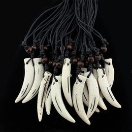 $enCountryForm.capitalKeyWord NZ - 12 PCS Tribal Style Imitation Yak Bone Carving fake Wolf Tooth Amulet Pendant Wood Beads Necklace Wholesale MN109