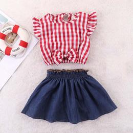 Venta al por mayor de Conjunto de ropa para niños de verano vestido corto para bebé rojo a cuadros ombligo desnudo camiseta + falda de mezclilla azul para niña