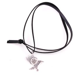 $enCountryForm.capitalKeyWord NZ - Antique Silver Viking Style Crow Raven With Pentacle Pattern Amulet Alloy Necklace