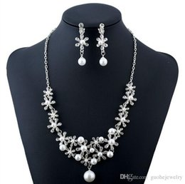 $enCountryForm.capitalKeyWord Australia - New arrival Temperament necklaces earrings jewelry snowflake pearl diamond necklace earrings bridal necklace sets free shipping