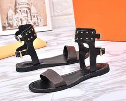 26b743a17 Clásico de lujo de las mujeres populares de cuero sandalia llamativo  gladiador estilo diseñador suela de cuero perfecto lienzo liso sandalia  tamaño 35-41