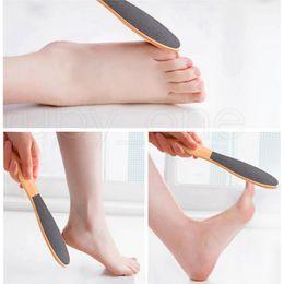 Holz Fußhaut Fuß reinigen Scruber harte Haut-Remover Pedicure Pinsel Gesunde Dead Skin Remover Feet Pflege Werkzeug RRA1434 im Angebot