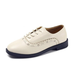 $enCountryForm.capitalKeyWord Australia - Round White Women Oxfords Spring Woman Casual Shoes Fashion Block Carved Shoes Flat Leather Lace-up Shoes for Ladies