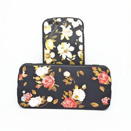 Coque Iphone 6s UK - Luxury Designer 3D Cartoon Vintage Rose Flower Case Cover for IPhone X XS MAX XR 7 6 6s 8 Plus Retro Phone Shockproof Case Coque