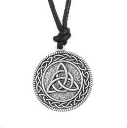 China Norse Viking Amulet Totem Triquetra Knot Pendant Necklace Retro Vintage Jewelry supplier pendants triquetra suppliers