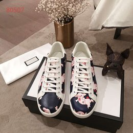 $enCountryForm.capitalKeyWord Australia - Couple Shoes Hot Selling Top Quality Mens Womens Fashion Luxury Shoes Couple Designer Leisure Shoes Genuine Leather covered Pigs Pattern
