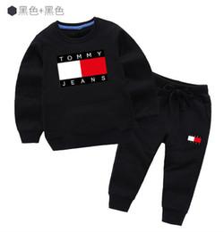 2020 Yeni Bahar Lüks Tasarımcı Boy tişört Pantolon 2-7 Yaş Suit Çocuklar Marka Children2pcs Pamuk Giyim Boy Moda Giyim 1Y500 ayarlar