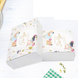 $enCountryForm.capitalKeyWord Australia - 20pcs British Flower Cupcake Boxes Gift Packaging Wedding Party Maccaron Baking Package Vintage Floral Kraft Paper Cake Box T190711