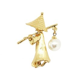 $enCountryForm.capitalKeyWord NZ - Western Alloy Gold Pearl Fishman Brooches Luxury Gold Plated Brooches Pins for Women Men Personality Suit Jewelry Promotion
